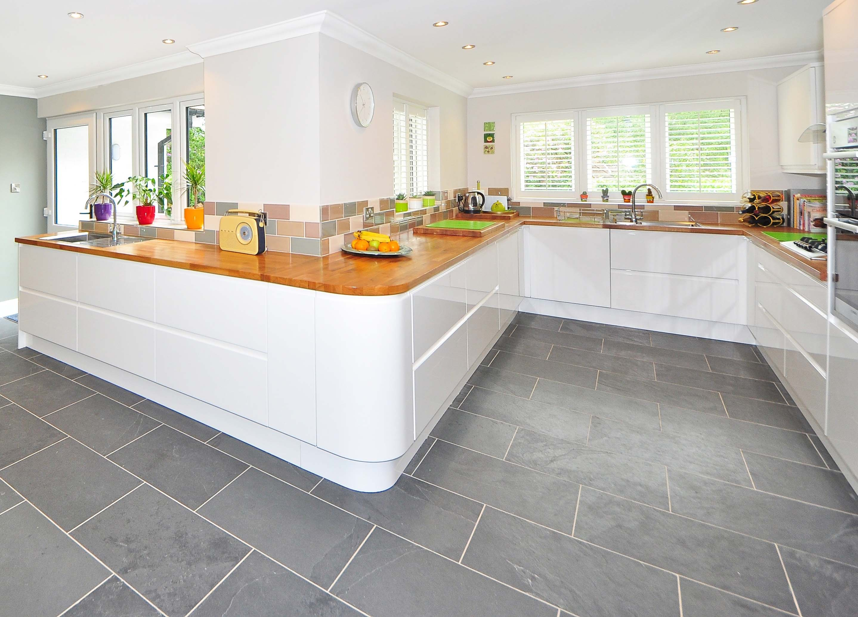 Customized Colorful Wooden Flooring for Kitchens or Lawns