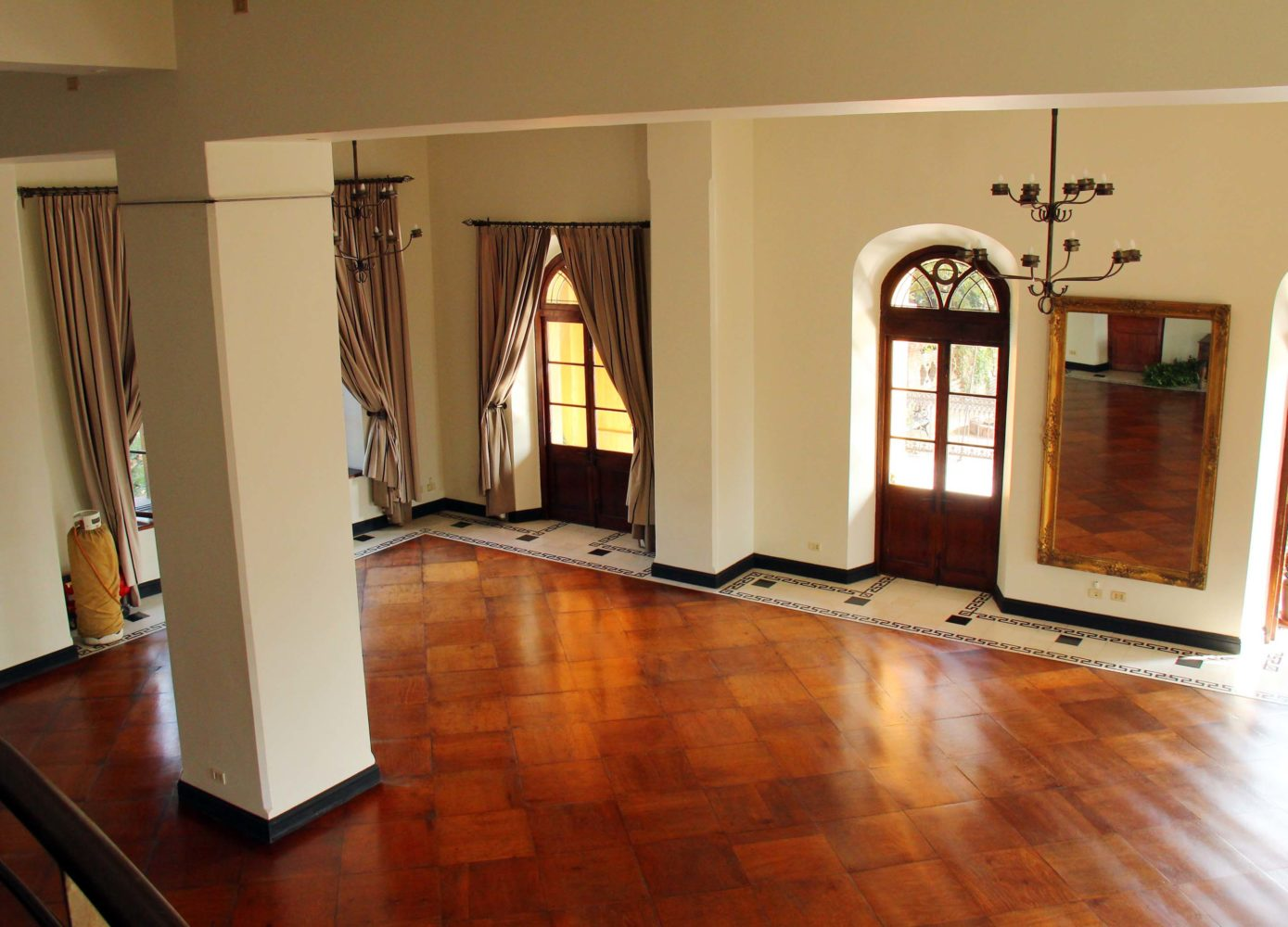 Vinyl flooring is a great choice for Home or Offices to enhance the beauty..